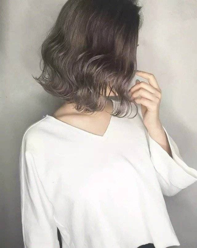 美美的齐肩波纹卷发