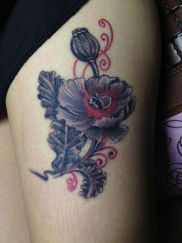 美女腿部潮流的罂粟花纹身欣赏图片