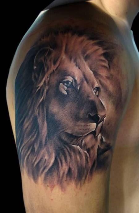 健壮男子手臂霸气狮子纹身图片