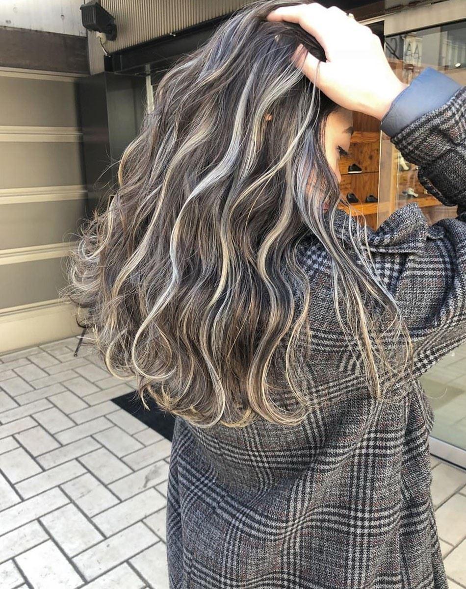 挑染什么颜色好看 长发挑染几缕头发的图片大全