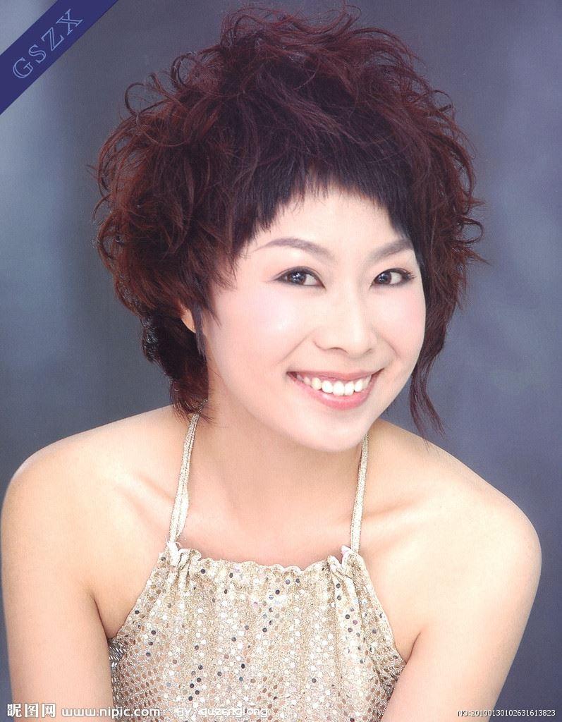 女士短卷发发型图片