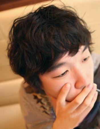 韩版男生烫发发型设计图片 帅哥标配