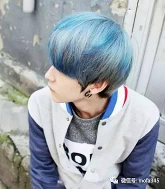 深蓝色挑染男士发型设计   蓝灰色+烟灰色
