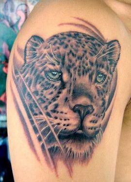 霸气男子胳膊逼真的豹子纹身图案图片
